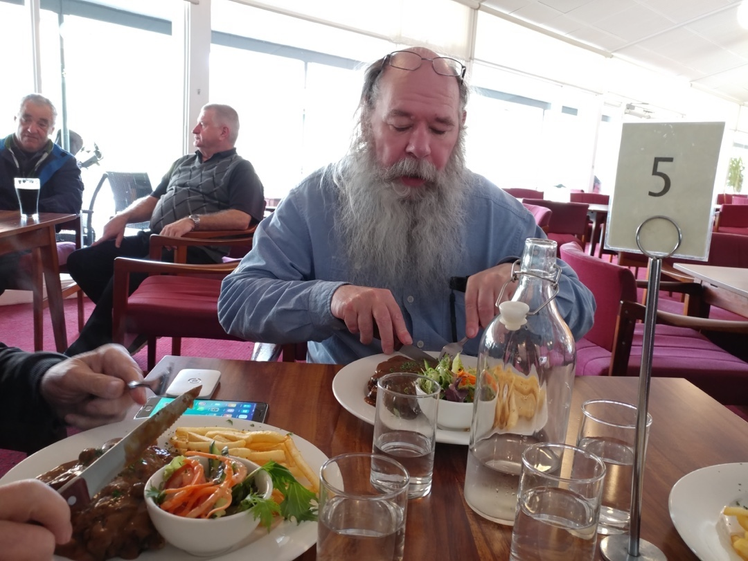 05Aug17 Rod tucking into his steak lunch latergram
